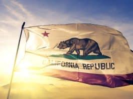 Búsqueda de firmas para vetar la prohibición de sabores en California