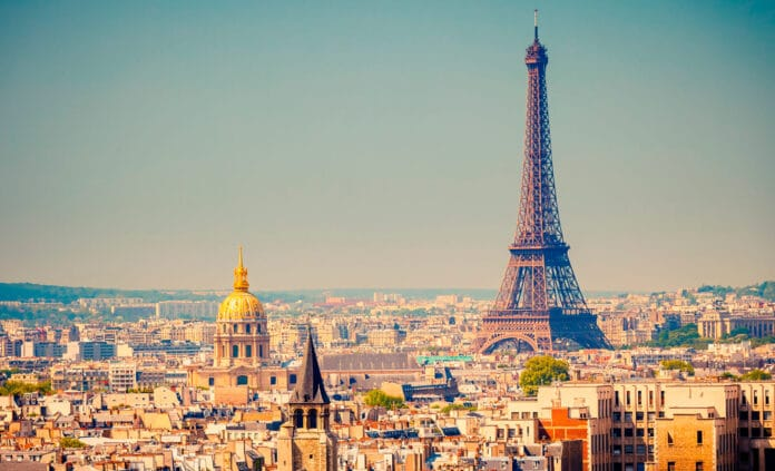 Francia invita a dejar de fumar vapeando